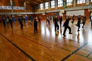 初等部(1~4年生)冬の体力作りは縄跳び
